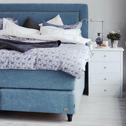 Litt mer inspirasjon til soverommet fra @englessonfurniture Vi har en av de gode sengene utstilt i butikken og det er flere valg muligheter for fasthet på madrass og overmadrass. Vi har også 20% på bestilling av sengene nå i januar. #loftetinteriør #interiør #innredning #interiørbutikk #interiørdesign #tips #detaljer #gardiner #møbler #solskjerming #soverom #seng