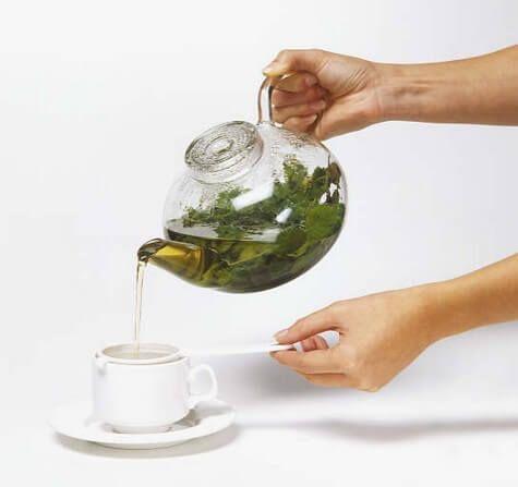 Vidste du, at timian kan fjerne bakterier i luftveje og bronkier? Ved hjælp af urtete kan du reducere betændelse i bronkierne og rense lungerne.