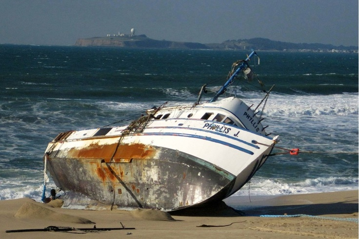 Meer dan 1000 afbeeldingen over shipwrecks op pinterest for Crab fishing boat