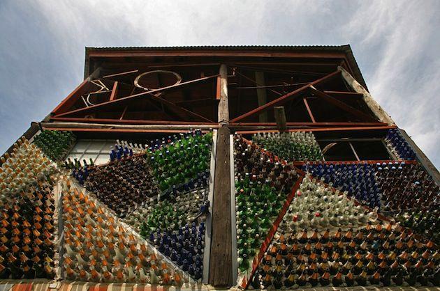 Oltre 25 fantastiche idee su bottiglie di birra su for Case costruite su pendii