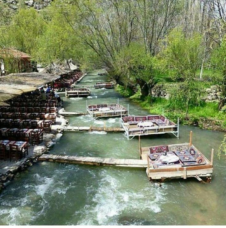 Riverside traditional restaurant in Kermanshah