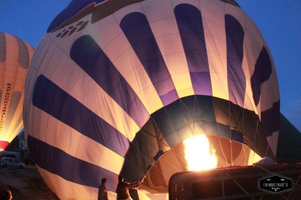 Hace unos mesesviajamos aCapadociacon la intención de volar, y aunque no pudimos volar en globo debido al mal tiempo (el mejor momento para hacerlo es durante el verano), disfrutamos deun montó…