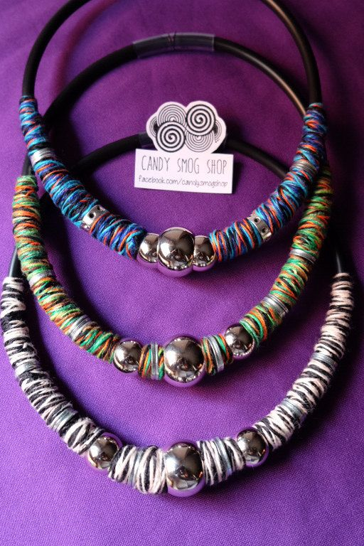 collane handmade con filo di cotone e perle in plastica e rondelle in metallo! posso anche riprodurle in altri colori , in caso contattatemi prima