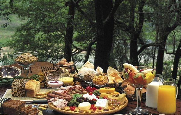 Designing Outdoor Buffet Table : Breakfast Buffet Table Arrangement Ideas