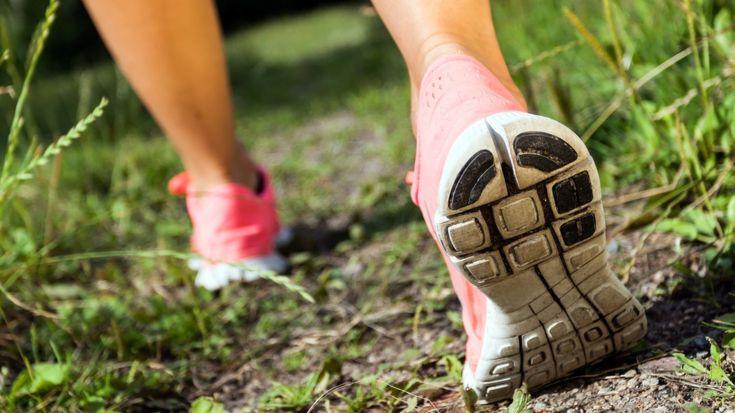 Att promenera eller ta en powerwalk kan stärka muskler, minska stress och risken för flera sjukdomar, Samtidigt som du går ner i vikt.