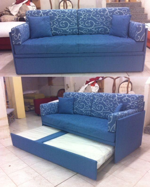 Favoloso divano letto con secondo letto estraibile dotato a sponde fini (larghezza 200cm) e braccioli creati con cuscini rettangolari.