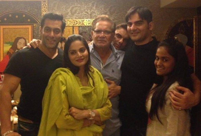 Photos of Salman Khan celebrates Eid with family. Arptia Khan, Arbaaz Khan, Malaika Arora Khan and other Celebs were present in the Special Occassion.