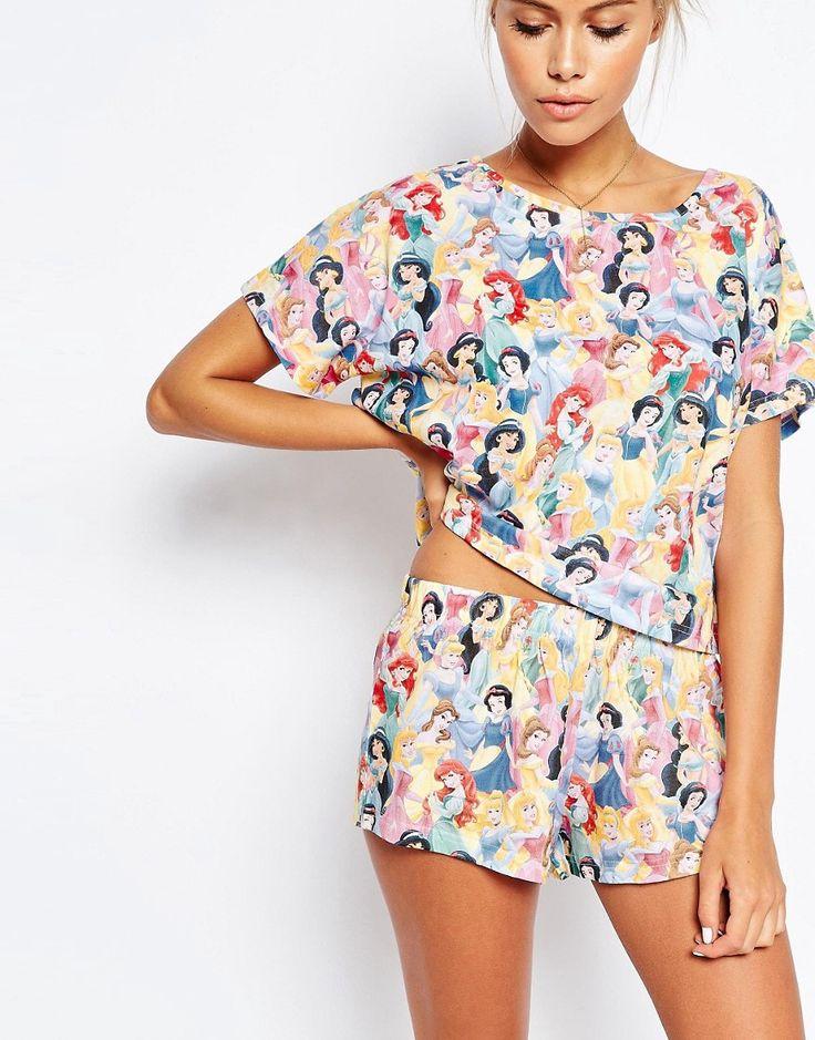 Imagen 3 de Pijama de camiseta y pantalón corto con princesa Disney de ASOS PETITE