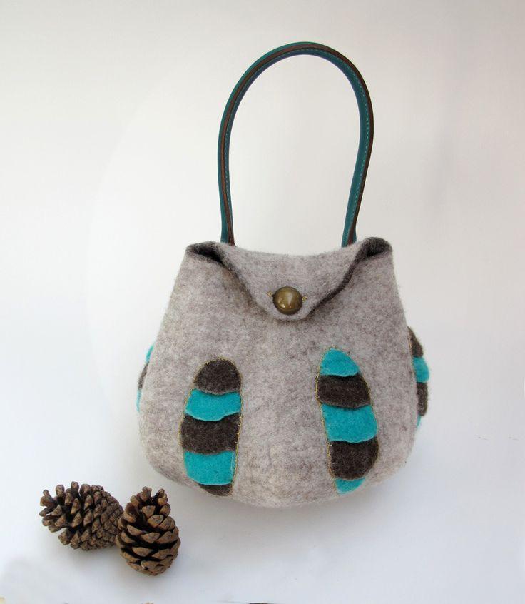"""Sac à main """"fossile"""" en laine feutrée et poignée cuir : Sacs à main par atelier-nicomy"""