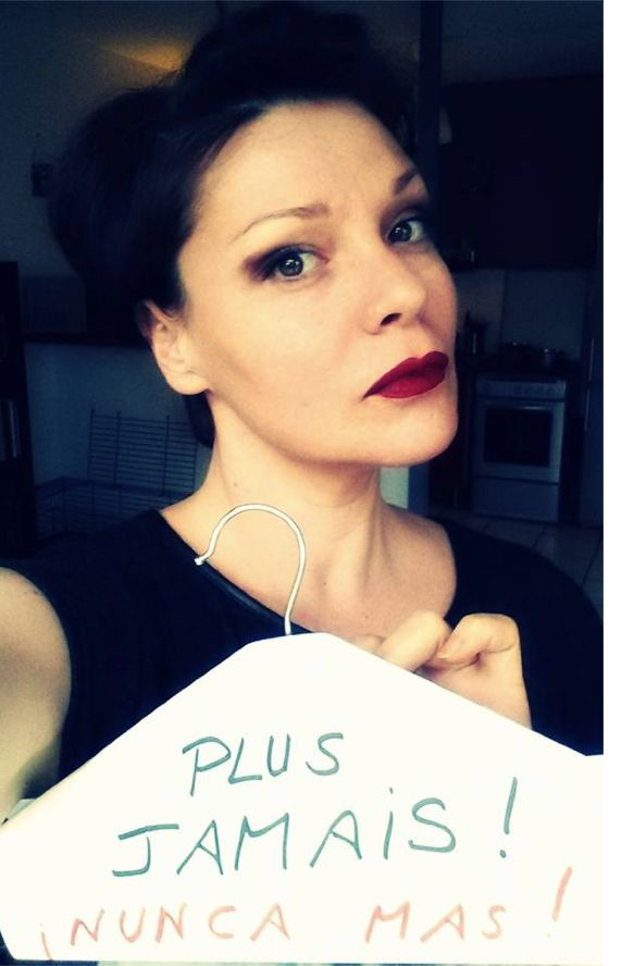 Huffington Post. 31.12.2013 Avortement en Espagne : ils posent avec un cintre pour dénoncer le recul de la loi. Allez les filles, on se bouge ! Et les hommes sont plus que bienvenus ! ;-) Envoyez vos photos à l'adresse suivante : mybodycampaign@gmail.com. Merci pour elles, merci pour nous !