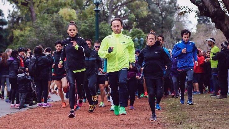 Los maratonistas marplatenses Mariano Mastromarino y María de los Ángeles Peralta, junto con la también olímpicaBelén Casetta,fueron despedidos por cientos de corredores en el Rosedal de Palermoel día antes de partir a Colombia para culminar su entrenamiento para los Juegos Olímpicos de Río de 2016