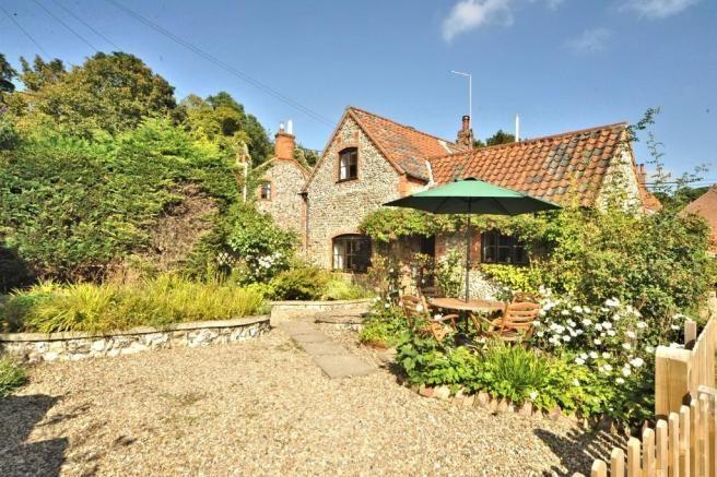 2 Bedroom Cottage in Stifkey for £349k