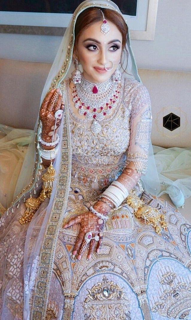 7e23a77f3087 Pin by Neha sultana on {<Paşşıön for Faşhıön>} °♥ ° in 2019 | Sabyasachi  lehenga bridal, Indian bridal outfits, Best indian wedding dresses