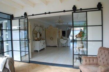 Stalen schuifdeuren met muurrails, Project Showroom by stalendeurenhuys