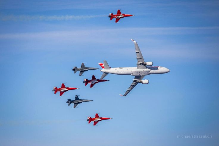 SWISS A320 with Patrouille Suisse