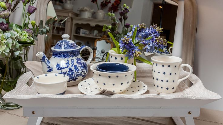 🌿Hyacinth leaves reveal their sky-blue essence, living in a harmonically painted dot-mug remembering of those unique Delft mugs. All these placed on a personal antique-wood tray together with an ancient Chinese teapot will provide deep happiness!🌿☄️☕️💙