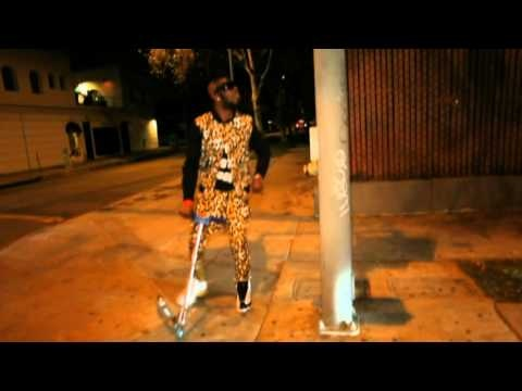 Chris Brown ft. Benny Benassi - Beautiful People. One of my favorite songs #1Love