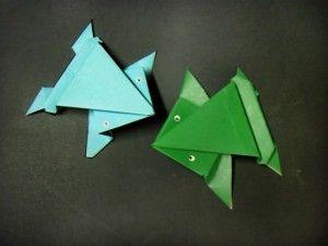 Como fazer um origami de sapo que pula!