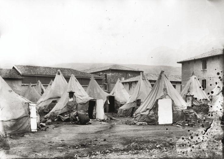 Σκηνές για την πρόχειρη στέγαση των προσφύγων στην περιοχή του Παγκρατίου. Αθήνα, 1924 © Αρχείο ΕΡΤ/Συλλογή Π. Πουλίδη