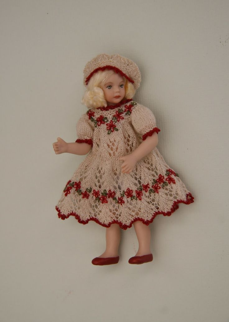 Free Knitting Patterns For Miniature Dolls : 14 best images about Doll Kntting Patterns on Pinterest Free pattern, Minia...