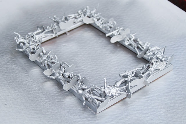 Army men frame DIY...cute for a little boy picture! or the army man in your life:)