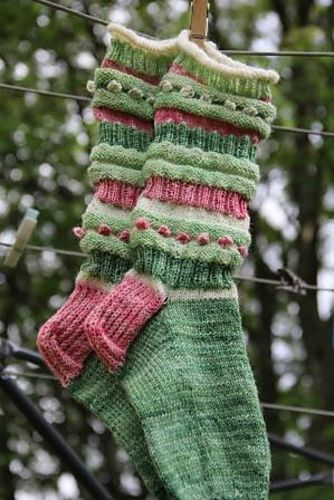 Ravelry: Bandoneon pattern by Ilona Korhonen - adorable handmade socks in green and pink!