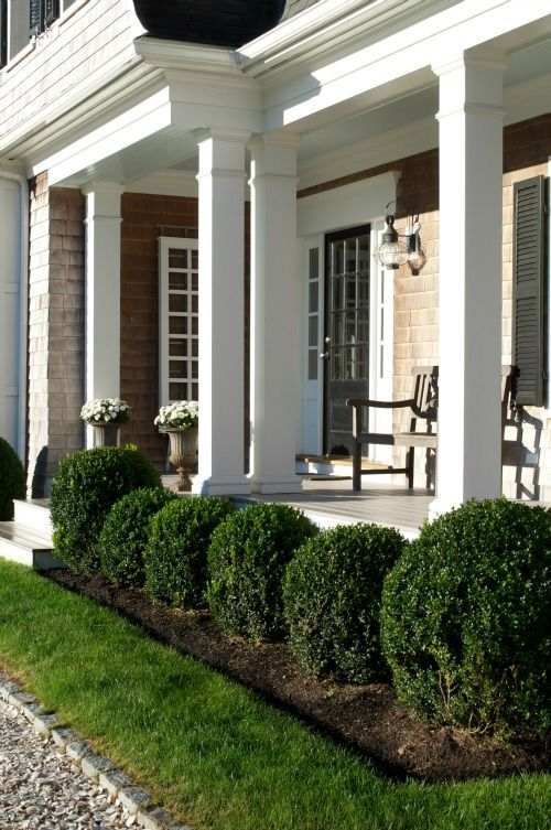 Boxwood border beautiful summer landscapes and gardens for Column ideas for house