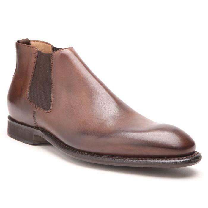 Chelsea-boots BOWEN élastiquée en veau marron. Montage Goodyear souple sur semelle en gomme griffée BOWENCette bottine élastiquée vous permettra de concilier raffinement et commodité.