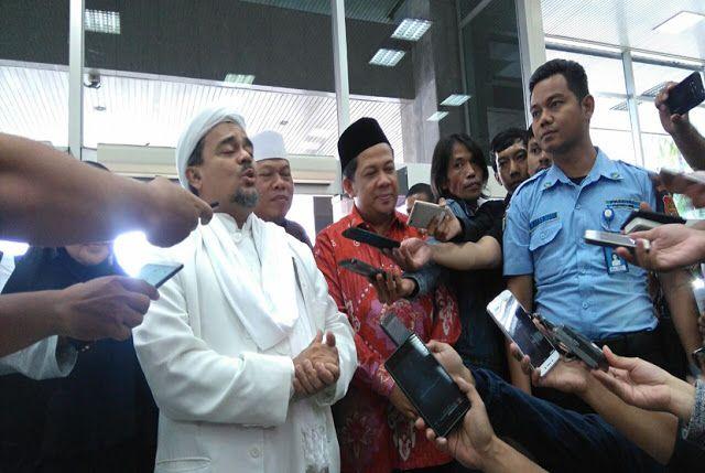 Habib Rizieq Sesalkan Pidato Megawati di HUT PDIP  Nusantarasatu.net - - Imam Besar FPI Habib Rizieq menyinggung pidato Ketua Umum PDI Perjuangan Megawati Soekarnoputri saat HUT ke-44 partainya. Dalam pidato tersebut Habib Rizieq menilai Megawati mencoba menghadapkan Islam dengan Pancasila. ''Saya sesalkan mendengarkan salah satu pimpinan parpol yang menyinggung ideologi tertutup yang mencoba menghadapkan agama Islam dan Pancasila. Ini kami sesalkan'' kata Habib Rizieq di Kompleks Parlemen…