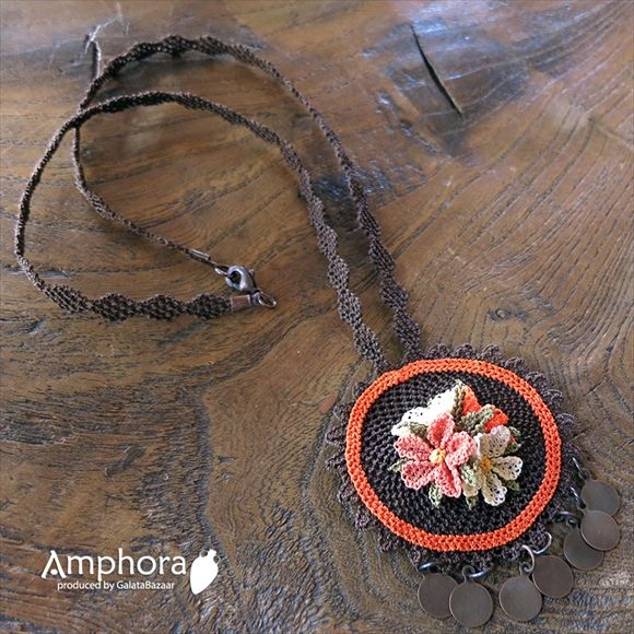イーネ・オヤ刺繍針で作る繊細なレースエフェ・オヤ/ブラウンと小花のペンダントネックレス