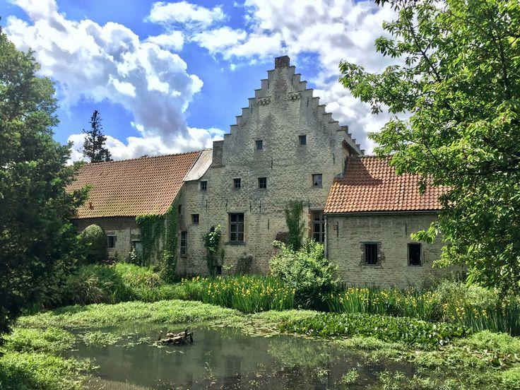 TE KOOP Prachtige Spaans Hof uit 1654 met een oorsprong in de 14e eeuw te Nederokkerzeel gelegen in de driehoek Brussel Leuven nabij golfclub Kampenhout.