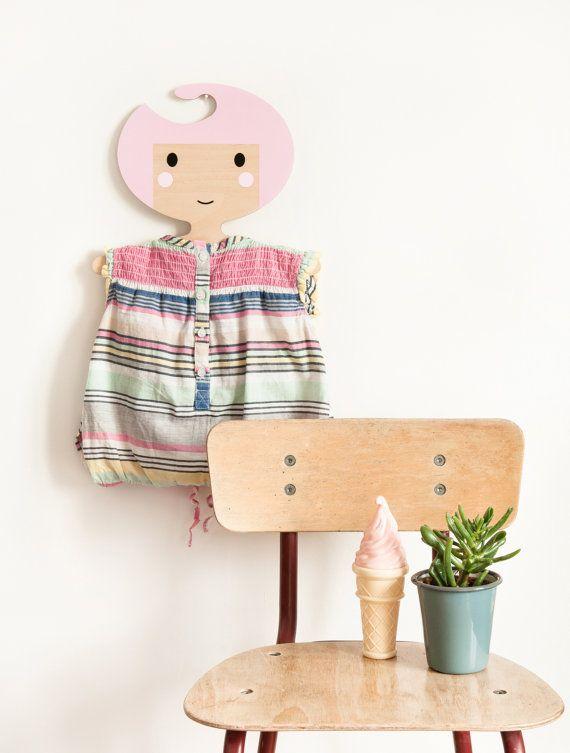 les 25 meilleures id es de la cat gorie cintres en bois sur pinterest cintres en bois cintre. Black Bedroom Furniture Sets. Home Design Ideas