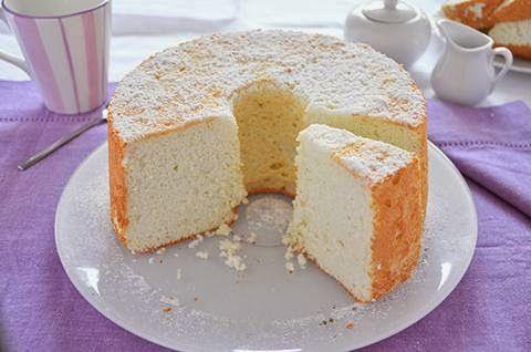 ANGEL CAKE  La ricetta dell'Angel cake è di origine americana. L'Angel cake è una sofficissima e delicatissima torta preparata solo con albumi montati a neve, zucchero e farina.  #lacucinaimperfetta #ricette #recipes #angelcake #torte #dolci