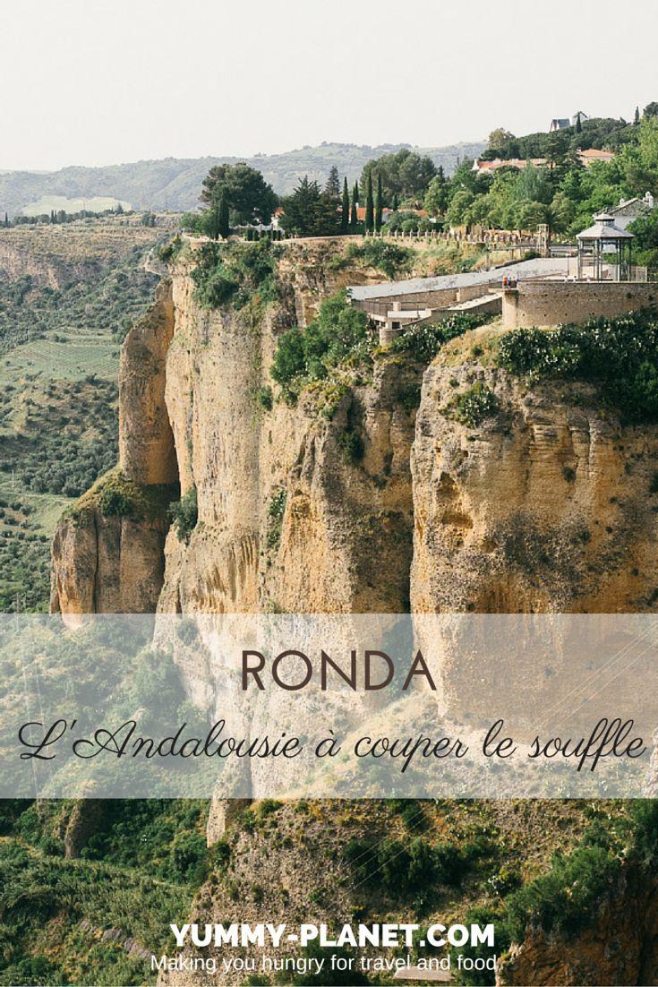 Comme beaucoup d'autres voyageurs avant moi, je n'oublierai jamais la sensation de vertige qui m'a prise la première fois que j'ai posé les yeux sur les gorges de Ronda, et le paysage qui s'étalait sans fin tout en bas. Si vous visitez l'Andalousie, ne manquez surtout pas Ronda !