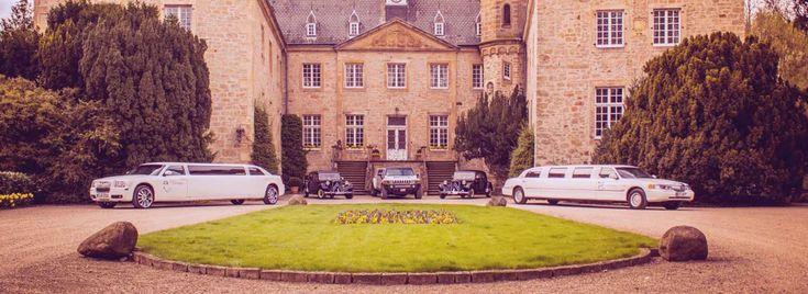 Limousinen mieten in Dortmund bei Event-Limos. Wenn Sie bei uns eine Limousine mieten, stehen Ihnen alle Möglichkeiten zur Verfügung. Unser spezieller Fahrdienst bringt Sie, Ihre Freunde und Geschäftspartner in luxuriös ausgestatteten Limousinen und Oldtimern sicher zu jeder Veranstaltung. Für ganz besondere Anlässe, wie z.B. Hochzeiten, Junggesellinnenabschiede, Heiratsanträge oder auch Romantikfahrten stehen unsere Luxus-Limousinen für Sie bereit.