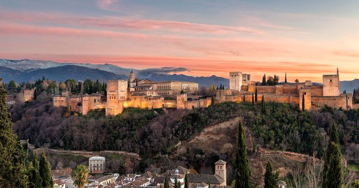 Top 10 Arabic Architecture-Alhambra-Photo by Carlos Luque