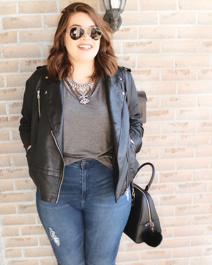 Casual OOTD with a statement necklace // #plussizeoutfit #plussizeootd #casualootd