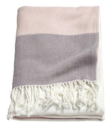 Mattrosa. Plaid aus Baumwollmischung mit Colourblocking. Das Plaid hat Kordelfransen oben und unten.