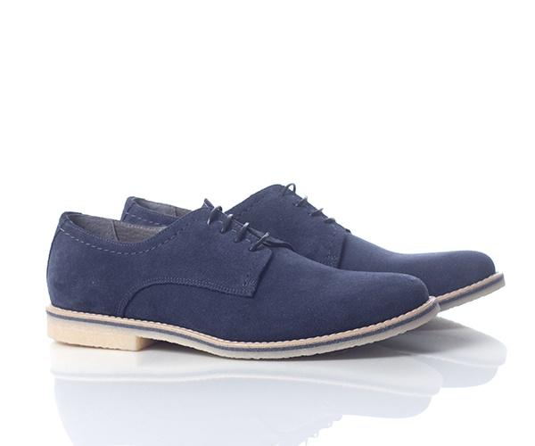 Pantofi casual din piele intoarsa bleumarine, captusiti la interior cu piele. Au un design simplu placut, un must have pentru sezonul acesta. Pielea fina de la interior lasa piciorul sa respire. Talpa cusuta, crem cu bordura bleumarine este foarte flexibila, astfel pantofii fiind foarte comozi.