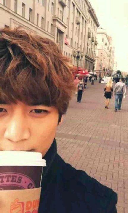 SHINee Minho blasphemy Minho!!!!!! How dare you drink that crap instead of Starbucks?!?!?!