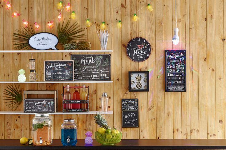 Déco ambiance bar à cocktails - 4 recettes : margarita, piña colada, mojito, cosmopolitain : plateau, set de table, ardoise, cadre ananas, horloge, caisse en bois, porte-bouteilles, ...