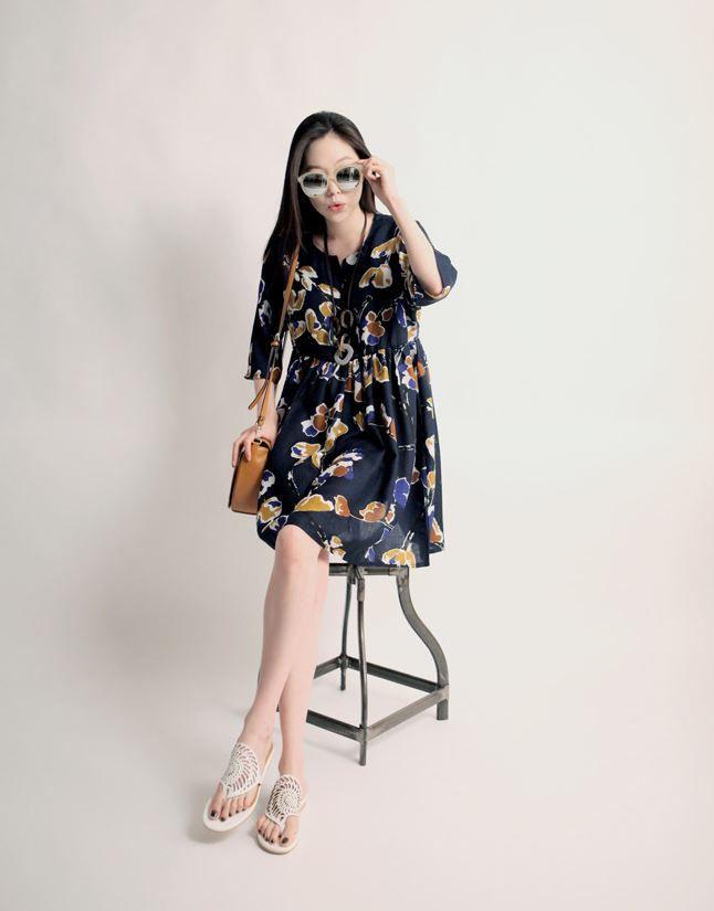 Korea feminine clothing Store [SOIR] Fury flower One Piece  / Size : Free / Price : 38.54USD #korea #fashion #style #fashionshop #soir #feminine #special #lovely #luxury #dress #onepiece #navy #white
