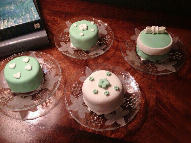 Mini birthday-cakes# sugarpaste