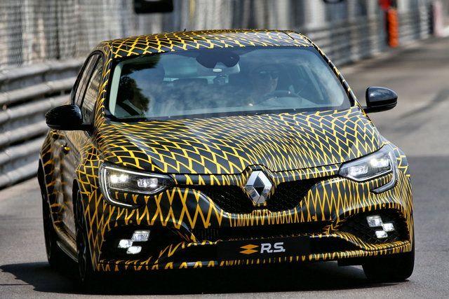 Renault Megane RS: primi giri in attesa del debutto