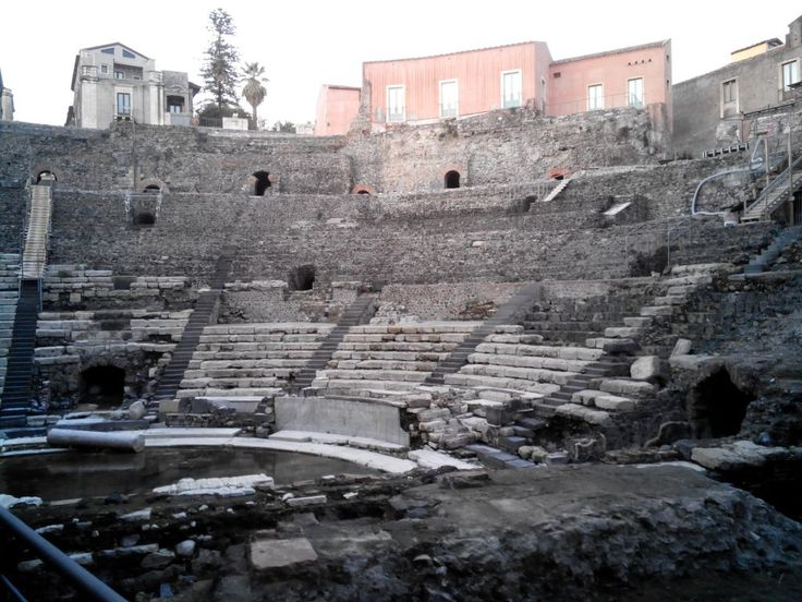 Catania, la città nera