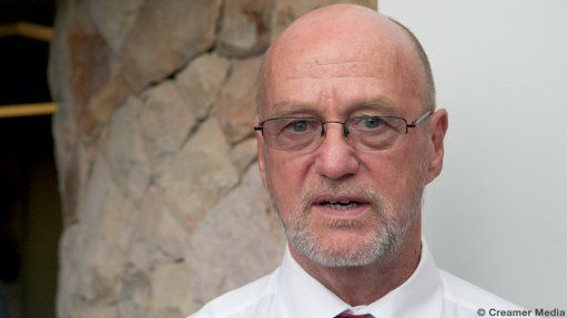 South Africa's tourism sector expects strong growth in 2016 after some strict new visa rules that reduced the number of arrivals in the previous year were lifted, Minister Derek Hanekom said on Tuesday. South Africa last year relaxed some of the visa rules it introduced in October 2014, dropping a requirement for visitors to apply for visas in person at South African embassies, following a backlash from tour operators and tourists.