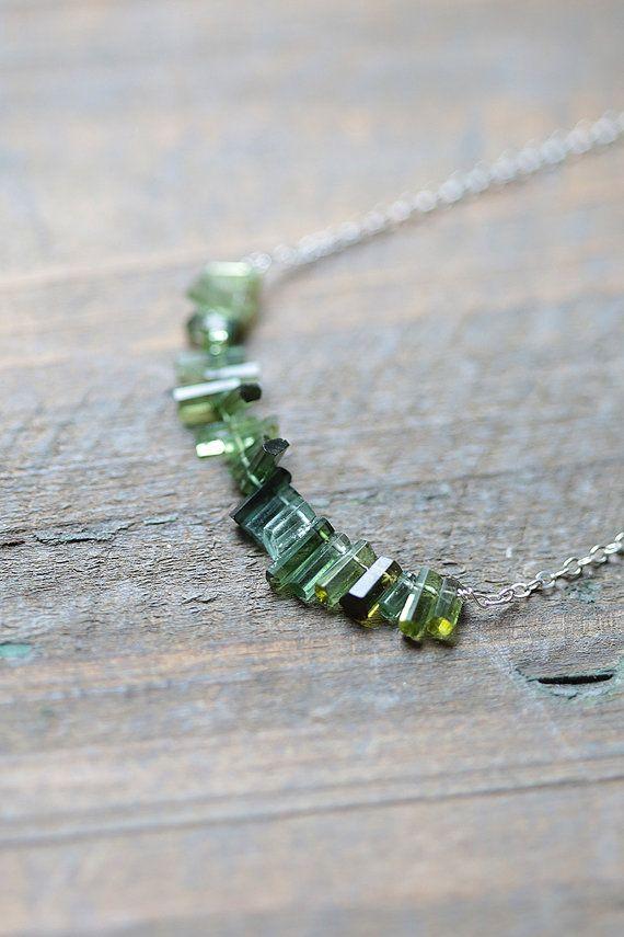 Turmalin Halskette roh Turmalinkristalle grün von AmuletteJewelry