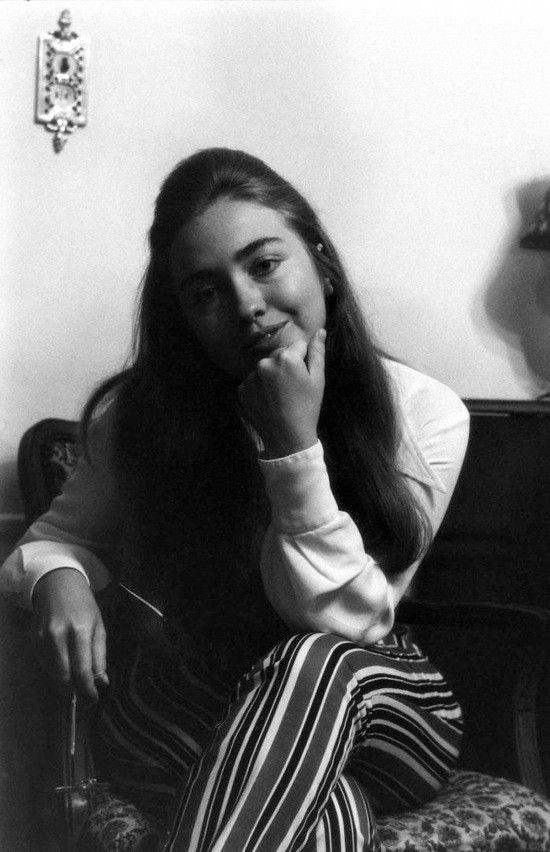 1-Hillary_Clinton_1969_Life_Mag_Photo_Shoot_June_20_Issue_5.jpg
