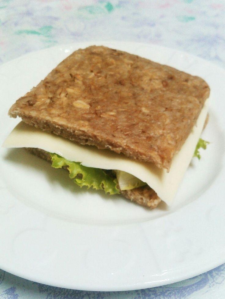 Sunt, grovt og glutenfritt brød på kun 3 minutter, med kun 3 ingredienser | Lovely Liller