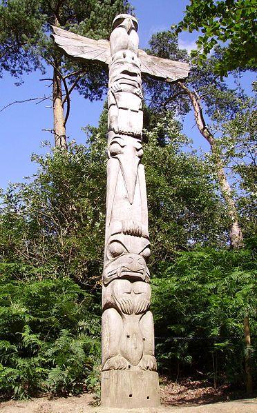 File:Totem Pole Groombridge.JPG